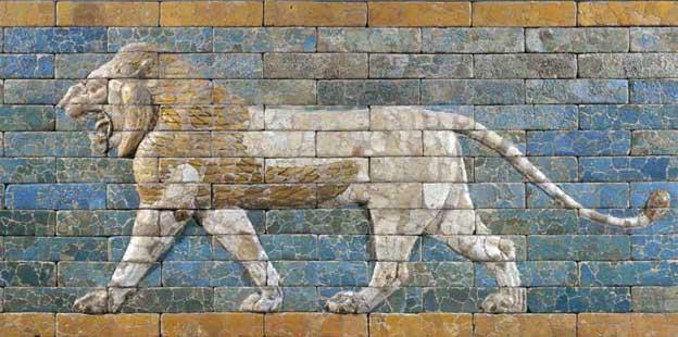 Panneau de briques ornant la voie processionnelle de Babylone : lion passant, époque néo-babylonienne, règne de Nabuchodonosor II (605-562 avant J.-C.), terre cuite à glaçure, Paris, musée du Louvre