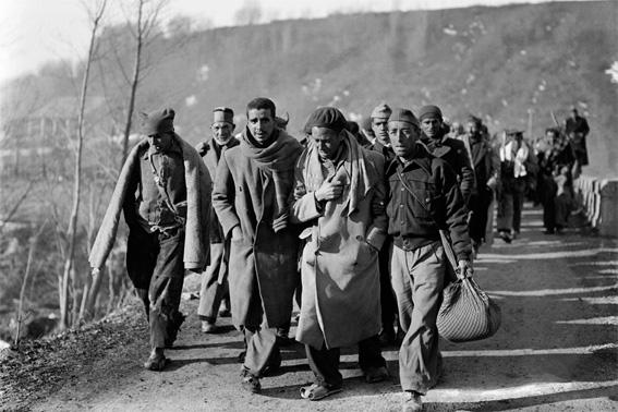 Des républicains espagnols fuyant l'avancée des troupes nationalistes arrivent en France en février 1939 © AFP