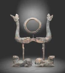 Support de tambourin. Bois sculpté et laqué. Chine, Royaume de Chu Epoque des Royaumes Combattants. IVe-IIIe siècles avant J.-C. Hauteur 85 cm © MichelGurfinkel