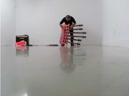 Enregistrement pour pièce sonore 2008-09 avec le collectif « A Constructed World » Lee Ronaldo, photo : D.Kurjakovic
