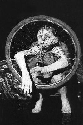 21/04 au 23/04 <> Chair de ma chair - Ilka Schönbein // Théâtre-Marionnettes. Au Toboggan à Décines (69)