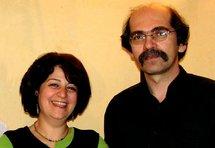 La chanteuse Jina Sarhangi et le joueur de Tar Pirouz Djoharian