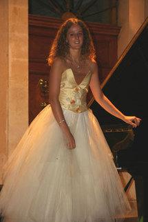 Festival 2008. Agnès Graziano aux marches du château Saint-Estève. Festival Liszt en Provence