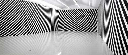 Vera Molnar, Perspective inversée 2, 1957-2007 / 2009, Metz. Peinture murale, 4,5 m x 43 m. Production Frac Lorraine.