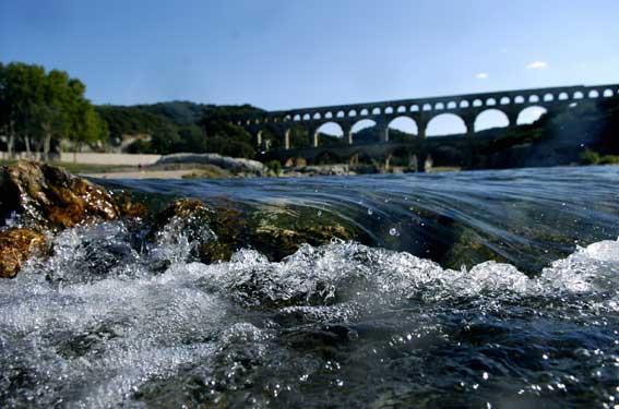 Le Pont du Gard et le Gardon. Photo S. Barbier