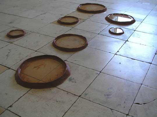 © Armanda Duarte, Uma bata e uma combinação, performance, Plataforma Revólver, Lisbonne, 2008