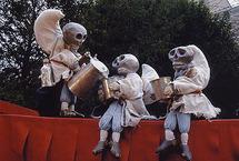 16 mai 09, Des marionnettes dans le cloître de la Cascade ... à Bourg St-Andéol (Ardèche)