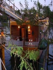 Le Restaurant Lounge Bar Mangareva, quai Carnot à Saint-Cloud, une péniche-restaurant et soins