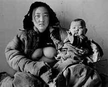 Photographe chinois d'origine mongole, Ayin vit et travaille en Mongolie intérieure où il photographie, depuis 20 ans, les dernières tribus mongoles.