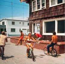 Leroy Grannis, Hermosa Beach Strand, 1967 © Leroy Grannis courtesy M + B, Los Angeles