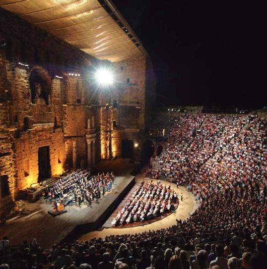 Le célèbre mur du théâtre antique d'Orange © DR
