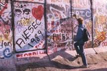 21 octobre au 31 décembre, « Berlin : l'effacement des traces, 1989 – 2009 » au Musée d'Histoire Contemporaine – BDIC, Hôtel national des Invalides, Paris
