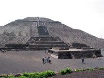 Pyramide de la Lune, escalier vers les étoiles ? © P. Aimar