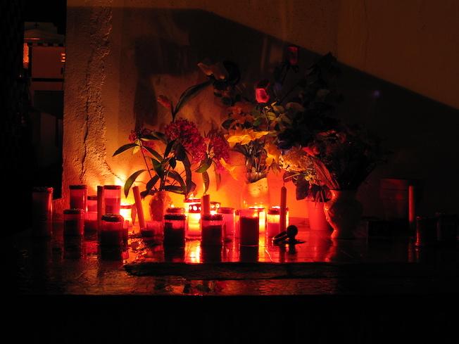 La Toussaint en Guadeloupe. L'embrasement des cimetières pour fêter la Toussaint et la Semblani