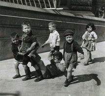 Willy Ronis, Petits napolitains, 1938 Tirage argentique 30 x 40 cm