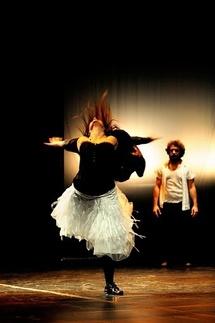 Pobres Bestias, La Intruza Danza