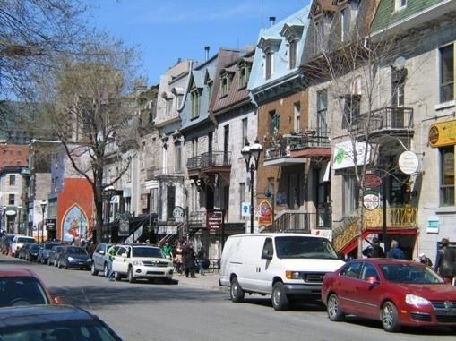 Rue Saint-Denis au Quartier Latin de Montréal © P. Aimar 2010