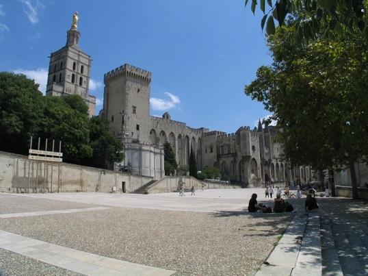Le Verbe a-t-il déserté le festival (de théâtre ?) d'Avignon © P.A.