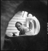Henry Moore dans son atelier du « haut » à Perry Green – 1952 © Henry Moore Foundation – Photo: Roger Wood