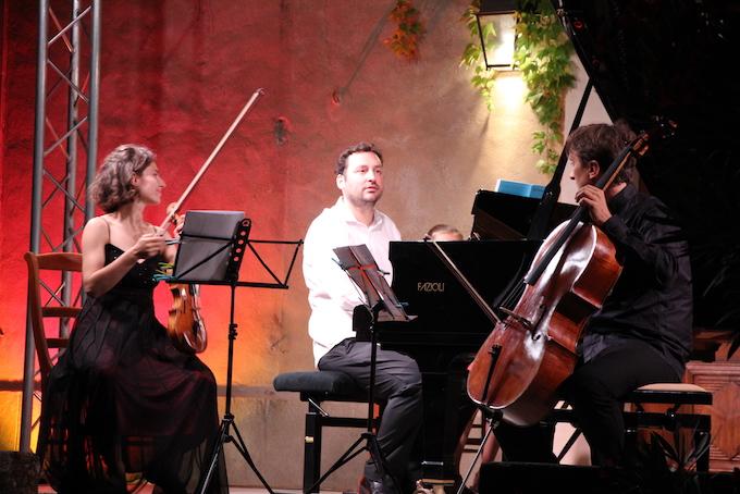 Anna Göckel, violon, Jean-Baptiste Fontlupt, piano, Vitautas Sondeckis, violoncelle © Pierre Aimar