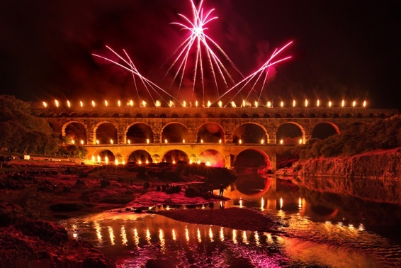 Le pont du Gard sous les feux © DR