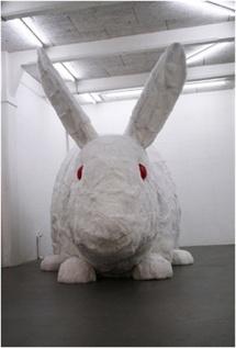 Great Stuffed Rabbit, Ch. Gonzenbach. 2006. Lapin géant empaillé avec 650 vraies peaux de lapins. © DR