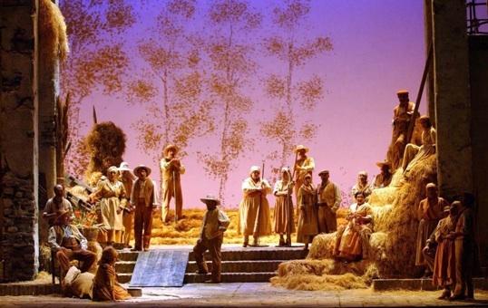 L'Elisir d'amore. Teatro dell'Opera di Roma, acte I © Corrado Maria Falsini