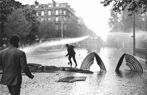 Claude Dityvon, Paris, mai 68, Boulevard Saint Michel, 6 mai, 1968 Collection Centre national des arts plastiques, Paris © Claude Dityvon/CNAP