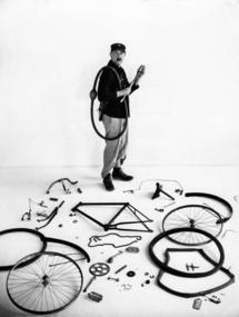 Le Vélo de Tati, 1949 © Atelier Robert Doisneau
