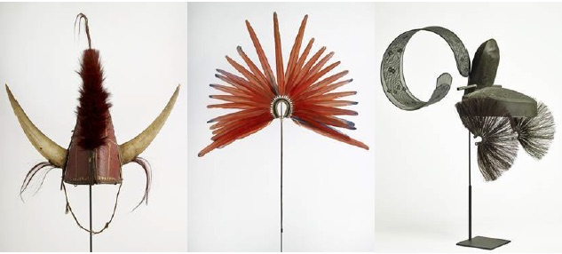 De Gauche à droite : casque Naga – Cimier de coiffe àkà-pari - Coiffe de cour Kanmuri