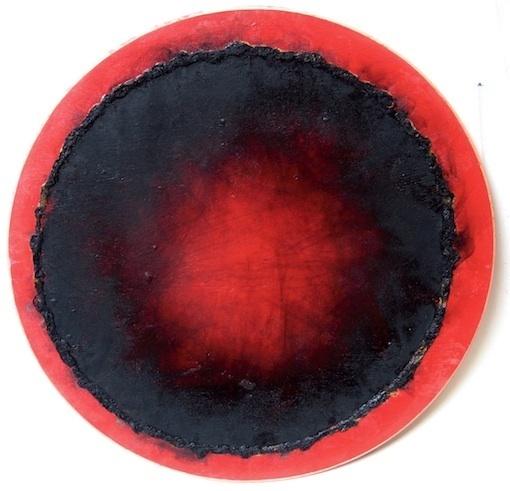 Tondo BRN 020 - 1990 brûlis sur acrylique et bois, ø 31 cm © Christian Jaccard, ADAGP Paris 2011
