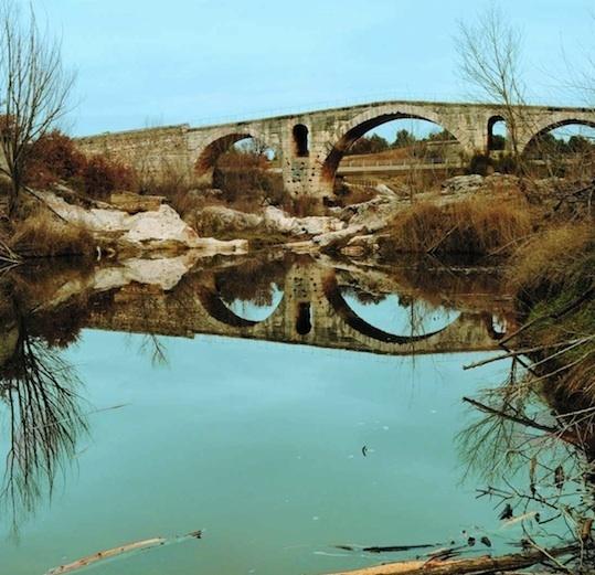 Le pont Julien, Apt et Bonnieux (84)- cp C. Durand et P. Groscaux, CNRS-CCJ, Aix-en-Provence