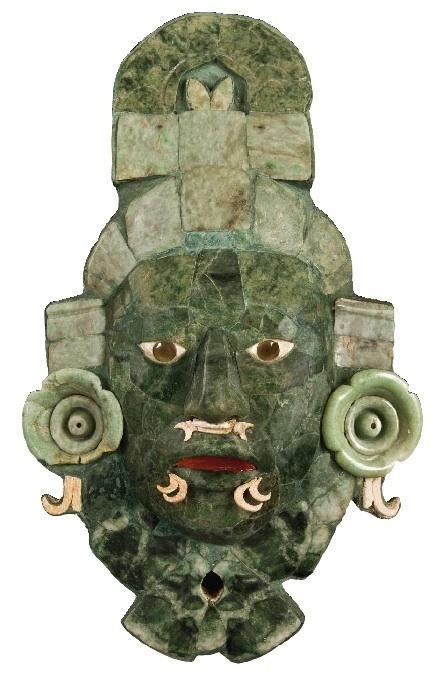 Masque funéraire en mosaïque de jade. Tombe 1, structure VII, Calakmul, Campeche Classique tardif, 660-750 apr. J.-C.. 36,7 x 23 x 8 cm. Musée d'Architecture maya, Fuerte de la Soledad, Campeche © Photo : Martirene Alcántara / INAH
