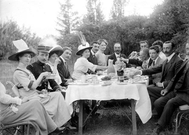 Fête familiale, album-photo, Briançonnais, début XXe siècle © AD Hautes-Alpes