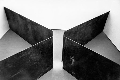 Richard Serra, Circuit, 1972 © Richard Serra/ Artist Rights Society (ARS), New York !.jpg