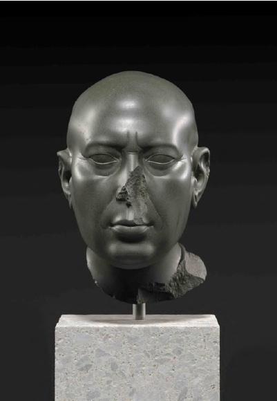Tête verte de Berlin Ier siècle av. J.-C., grauwacke, 21,5 cm (H) Ägyptisches Museum, Berlin © SMB Ägyptisches Museum und Papyrussammlung, Foto : Sandra Steiß