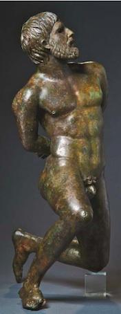 Homme captif en bronze. Trouvée dans le Rhône, Musée départemental Arles antique © Jean Luc Maby