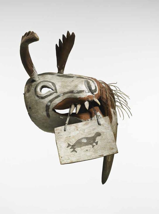 Masque cérémoniel « kegginaquq », Bois, poils, fibres végétales, pigments, 50 x 36 x 34 cm © musée du quai Branly - Jacques Chirac, photo Thierry Ollivier, Michel Urtado