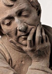 Nicolas de Leyde, Buste d'homme accoudé, Strasbourg, 1463. Grès rose. Strasbourg, Musée de l'OEuvre Notre-Dame. Photo: M. Bertola