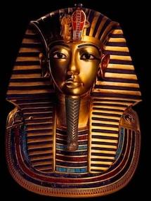 Masque funéraire en or du pharaon Toutankhamon © DR