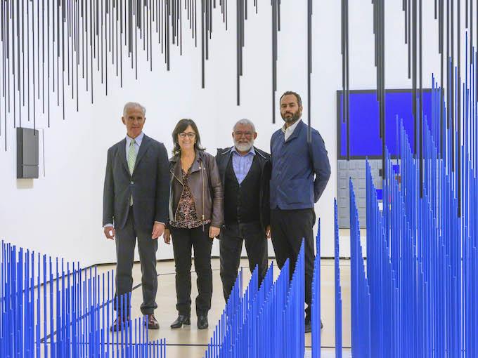Juan Ignacio Vidarte, Directeur Général du Musée Guggenheim Bilbao ; Anne et Cristóbal Soto, Fille et fils de l'artiste et Manuel Cirauqui, curateur du Musée Guggenheim Bilbao.