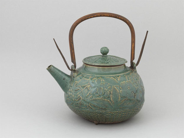 Théière (hôhin). Céramique. Japon, Edo, XIXème siècle. Paris, musée Cernuschi. Crédit photographique : © Stéphane Piera / Musée Cernuschi / Roger-Viollet