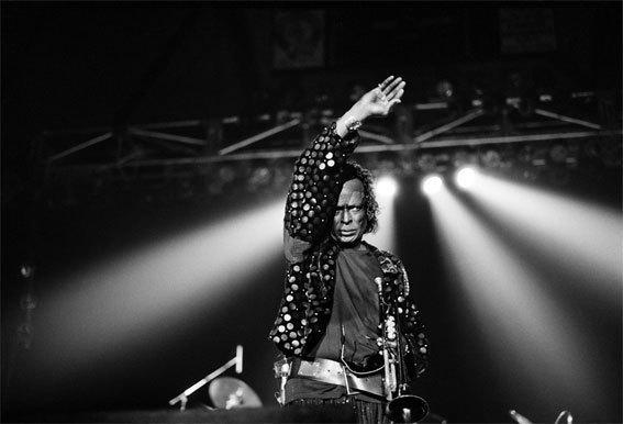 Miles Davis ©   Guy Le Querrec / Miles Davis. Festival «Jazz sur son 31». Toulouse. 1987.