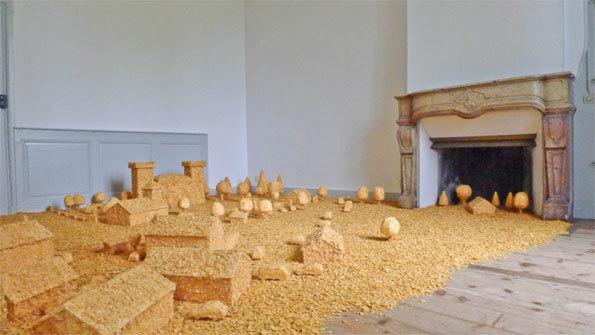 Le Château (Flakes Town) 2012 (corn flakes, bois, colle) © Collection de l'artiste – Courtesy Galerie SAKS, Genève