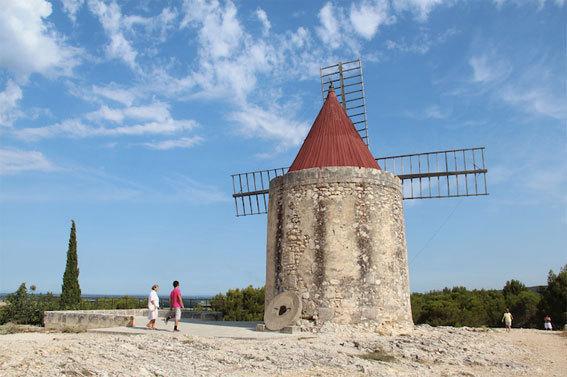 Moulin de Daudet à Fontvieille © P. Aimar