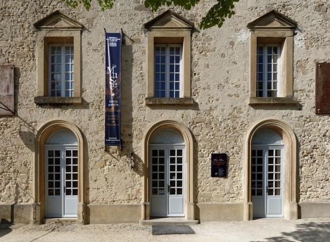 Musée de St-Antoine l'Abbaye - Les Grandes écuries © DR