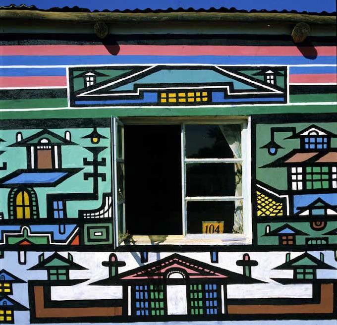 Mur de la maison de la famille Ndala Martha Mtsweni Ndala Afrique du Sud, district de Verena, ferme Wolwegat Photographie Margaret Courtney-Clarke