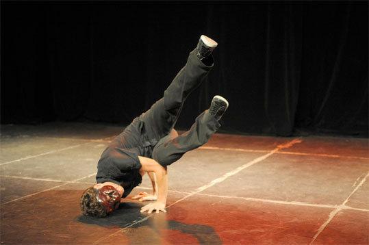 Les Irrévérencieux : création Commedia dell'arte / danse Hip hop / Human Beatbox, au Centre culturel Charlie Chaplin de Vaulx-en-velin, les 22 et 23 novembre 2012