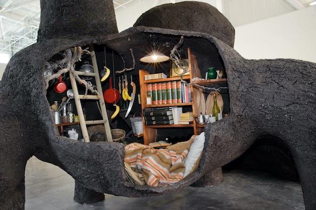 Gilles Barbier Le Terrier, 2005 Technique mixte 420 x 250 x 300 cm Vue de l'exposition « ici, ailleurs », Panorama, Friche Belle de Mai, Marseille © Clémentine Crochet Courtesy Galerie GP & N Vallois, Paris