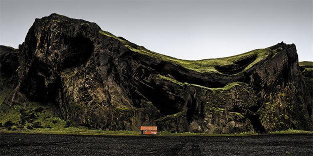 Casa naranaja y montana escarpada, photo Ed 5, 2010 © José Maria Mellado - galerie Mons